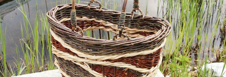 Ovale Korbtasche mit Bügelgriffen