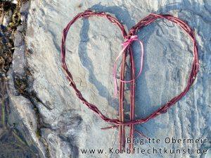 Herz aus rotem Hartriegel