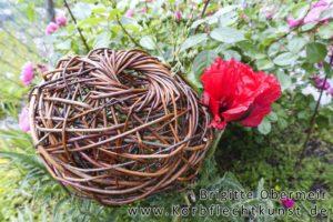 Nestkorb mit kleiner Öffnung